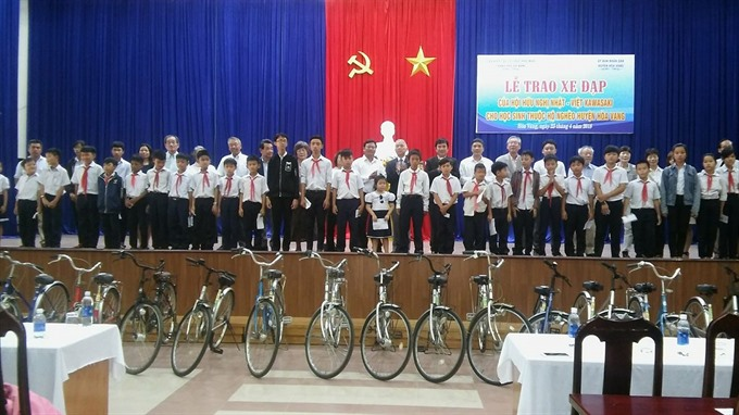 Bikes donated to poor children in Đà Nẵng