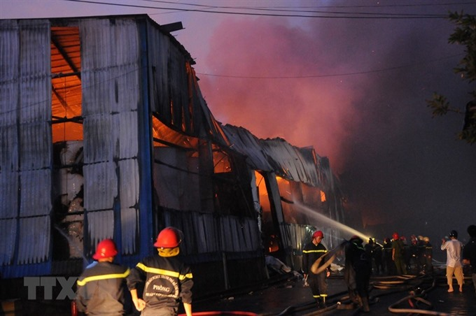 Fire rips apart paper warehouse in HCM City
