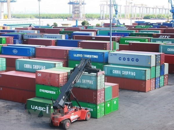 Thousands of containers lying at Việt Nams seaports