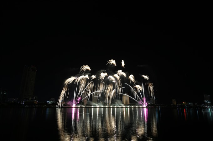 Italy HK light up the night at fireworks festival