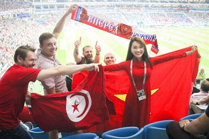 Vietnamese beauty brings national flag to World Cup