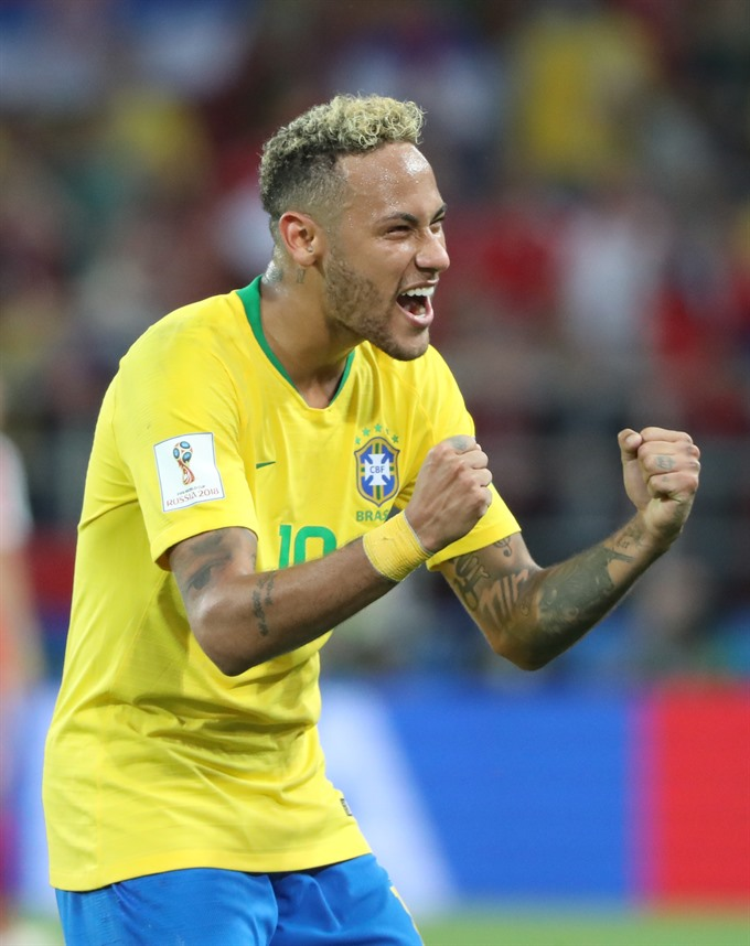 Brazil grab top spot in Group E with 2-0 win over Serbia