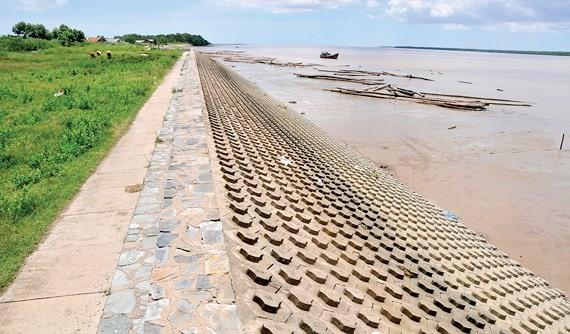 City sea dyke aims to stop waterlogging