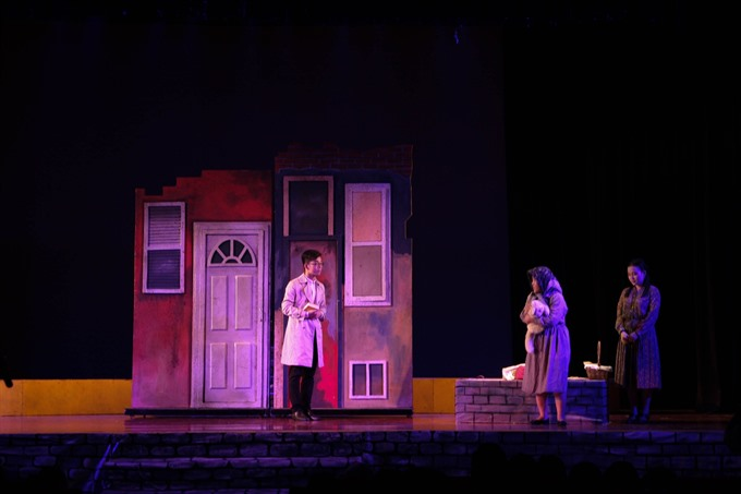 Staging English language plays a creative education method