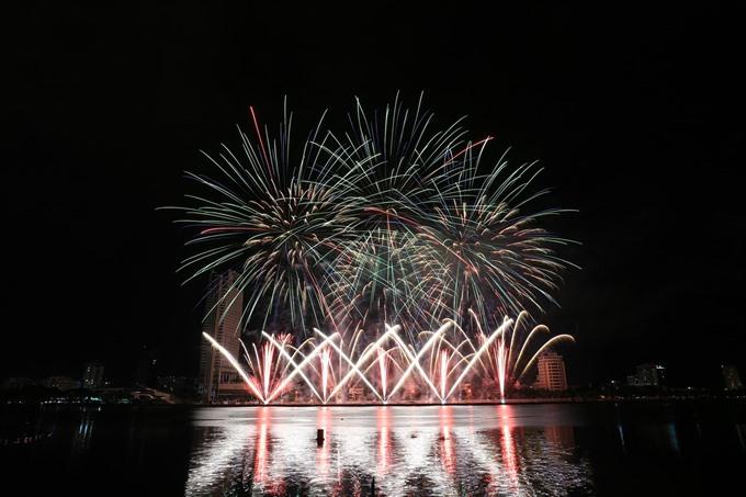 Sweden and Portugal face off at fireworks fest