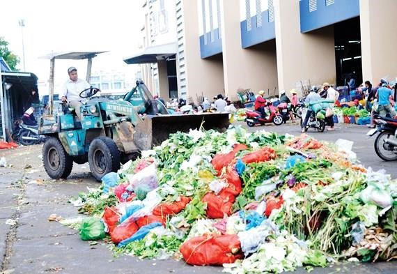 Fruit vegetable waste causes serious pollution at wholesale markets