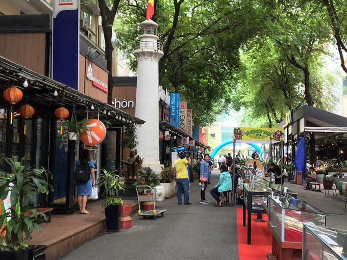 HCMC book street earns 877000