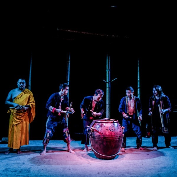 Performance of sound melodies to honour bamboo