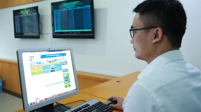 VN shares slump on domestic fund restructure