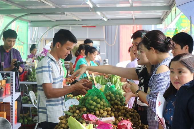 First Sơn La Longan and Safe Farm Produce Week kicks off at Big C Hà Nội
