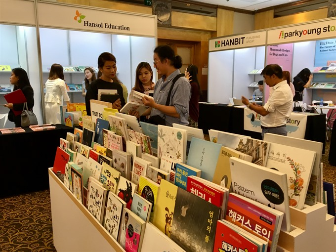 Korean book fair opens in HCM City