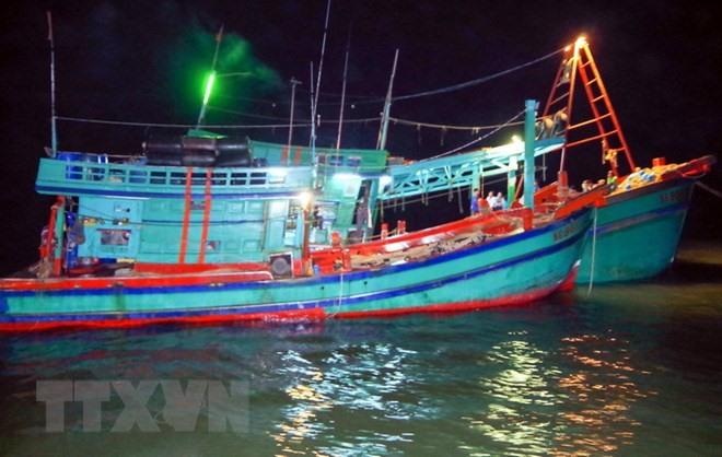 Cà Mau fisherman receive loans to build or upgrade ships