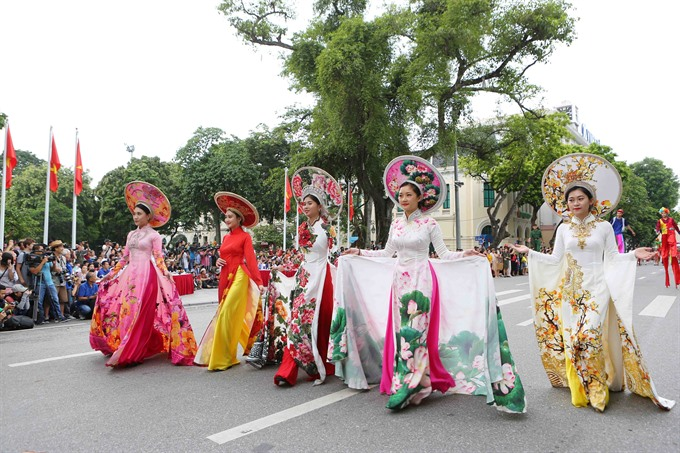 Street festival wows local and foreign visitors