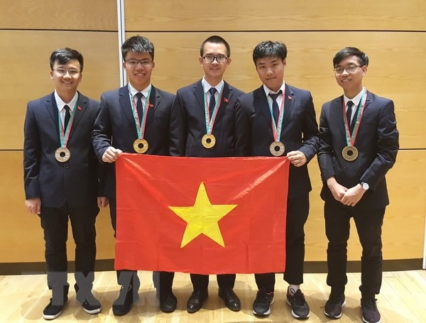 Medals rain for Vietnamese teams at International Science Olympiads