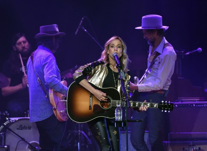 Sheryl Crow plans final album with A-list guests