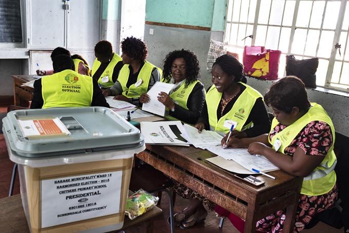 Zimbabwe votes in first post-Mugabe election