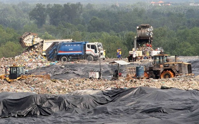 HCM City residents complain about stink from waste treatment complex