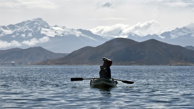 Bolivia to build museum at bottom of 'sacred lake