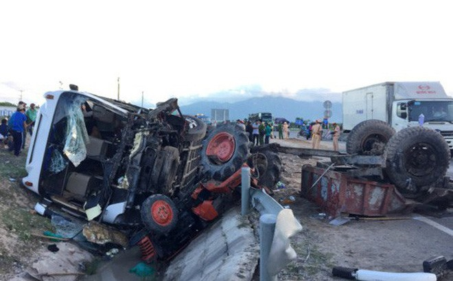 One dies 21 injured in truck-tractor accident