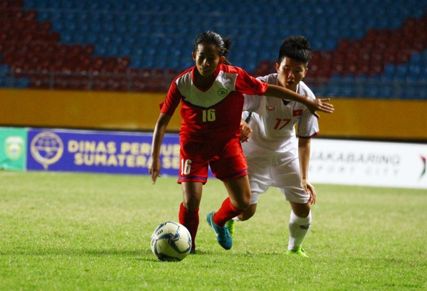 Việt Nam beat Philippines to enter semi-final of AFF event