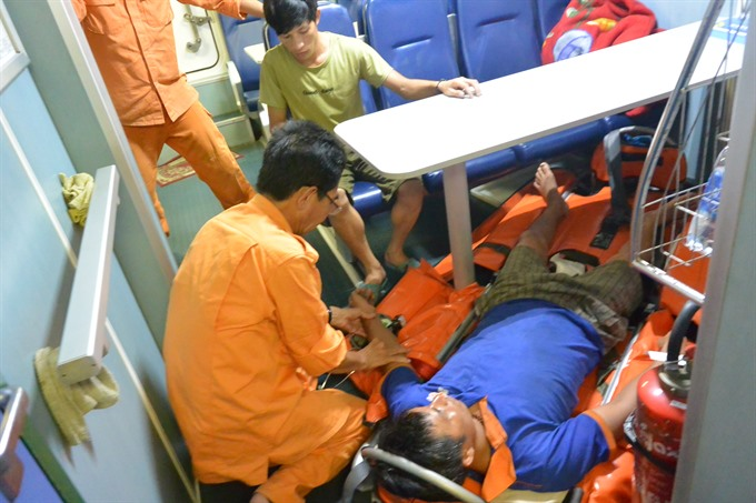 Sick seaman saved off Hoàng Sa Islands