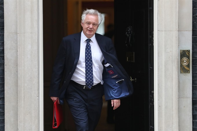 Britains Brexit minister steps down in blow to May