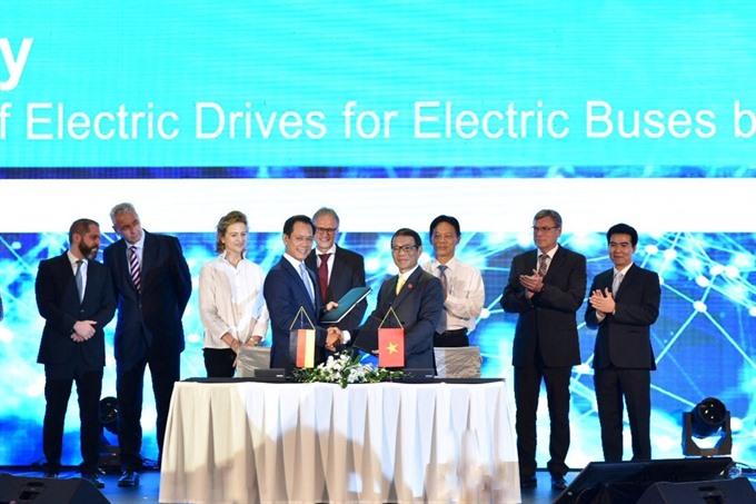 VinFast Siemens sign deals for buses