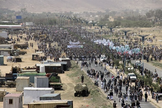 Protests at funeral for Yemeni children killed in coalition strike