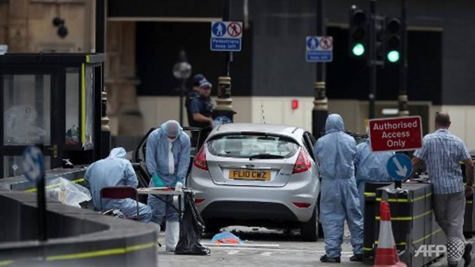 Police probe terrorist car attack outside UK parliament