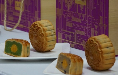 Moon cake makers start sales early this year