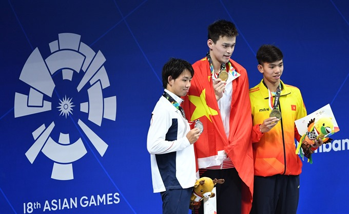 Weightlifter Tuấn brings home first silver medal in ASIAD