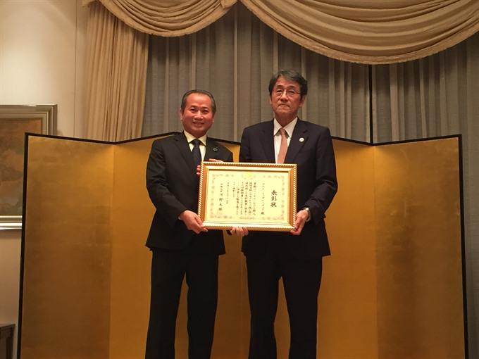 Vietnamese citizen receives award from Japans MOFA