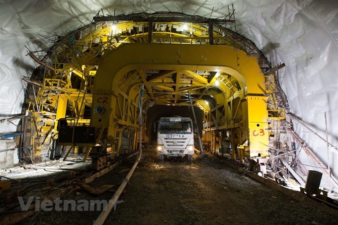 Cù Mông tunnel to be ready by the end of this year