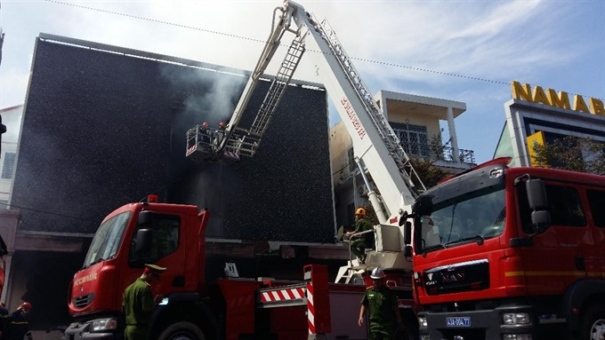 Fire damages discotheque in downtown Đà Nẵng