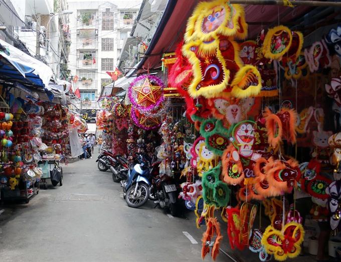 Demand brightens up for lanterns
