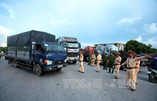 Overloaded vehicles slapped with VNĐ18b in fines