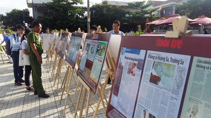 Articles and photos on display on Hoàng Sa Island