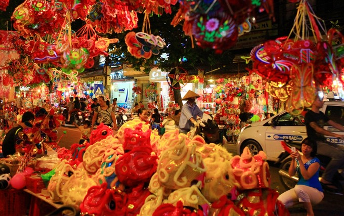 Mid-Autumn festival to begin in Hà Nộis Old Quarter