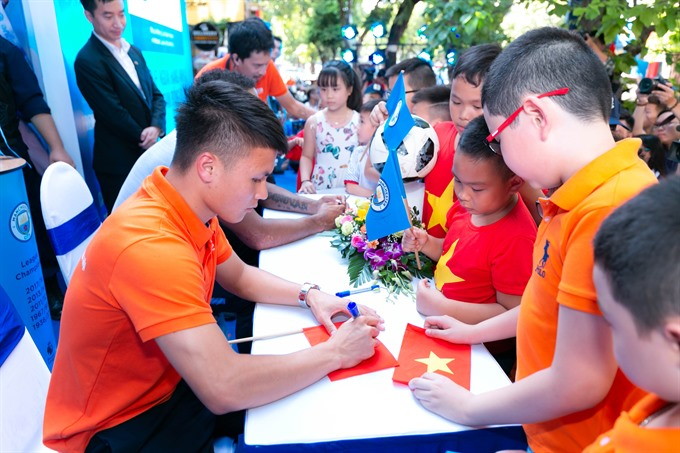 Man City greets fans in Hà Nội