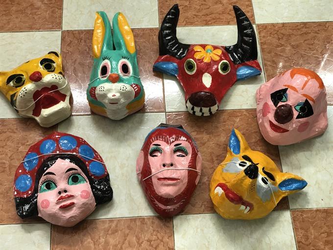 Hà Nộis paper masks bring joy to children