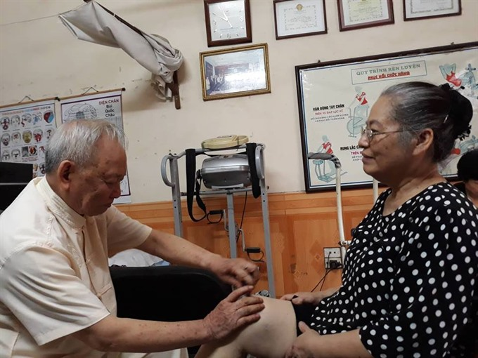 Retired doctor gives free treatment for patients