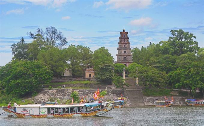 12 Huế tourism companies awarded