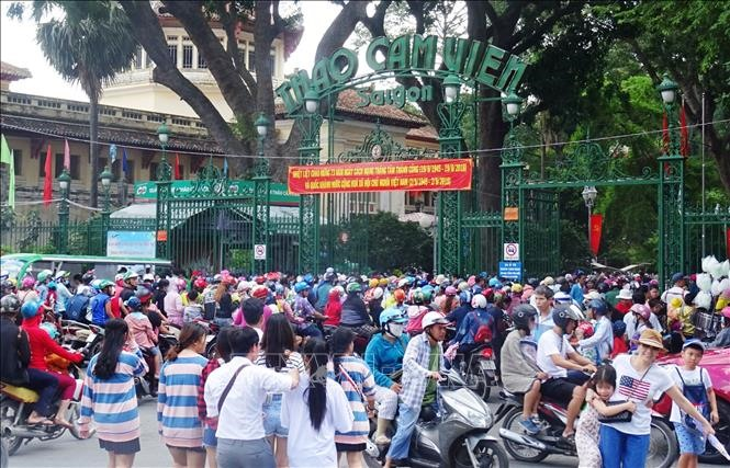Crowds throng HCM City amusement spots during National Day holiday