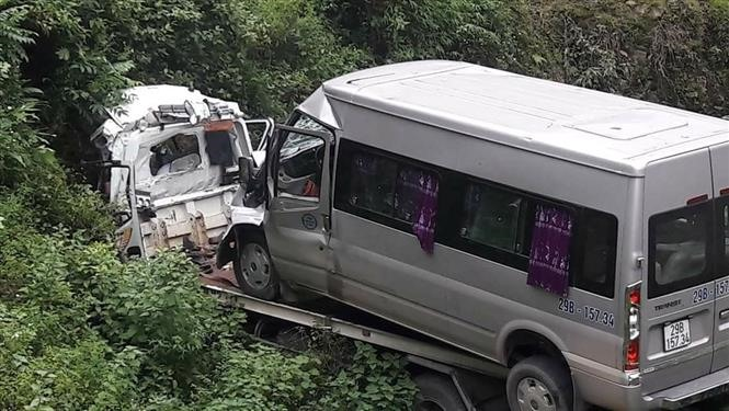 Two bodies got untrapped from crushed rescue car
