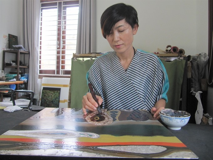Japan woman loves VN lacquer art
