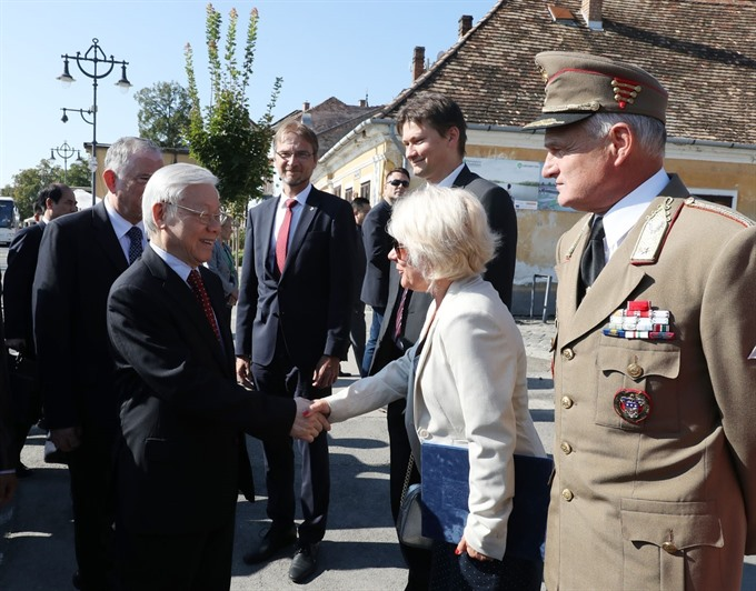 Party General Secretary visits Hungarys Szentendre city