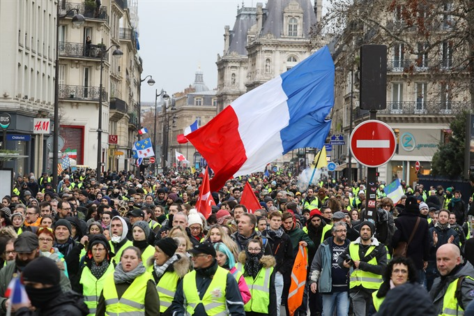 Macron unveils 'great national debate to calm protests