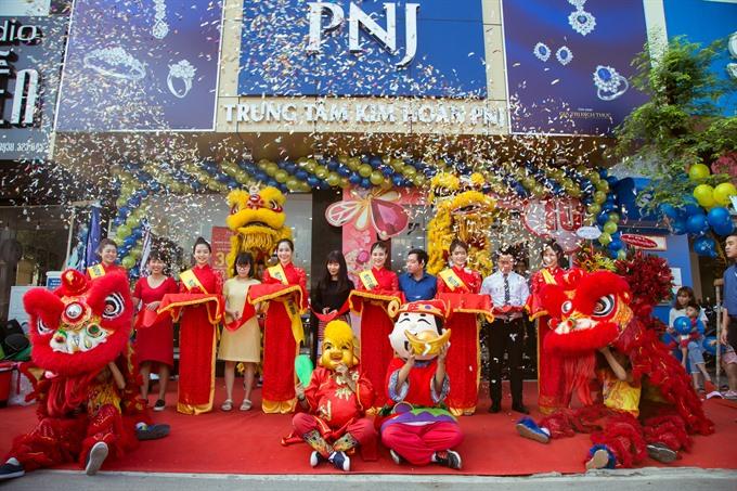 Jewellery maker PNJ opens showroom in HCM City