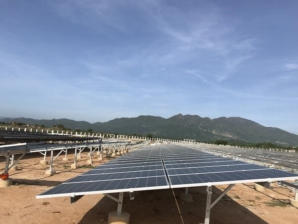 Ninh Thuậns first solar power plant connected to national grid