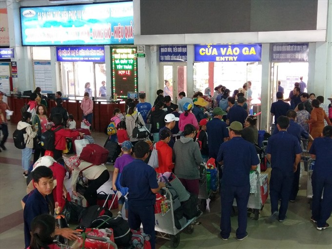HCM City ensures transportation for people returning home for Tết